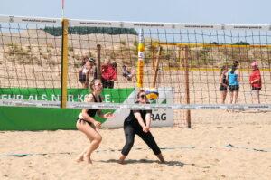 Spielerin Lohman und Maedler auf dem Volleyballplatz